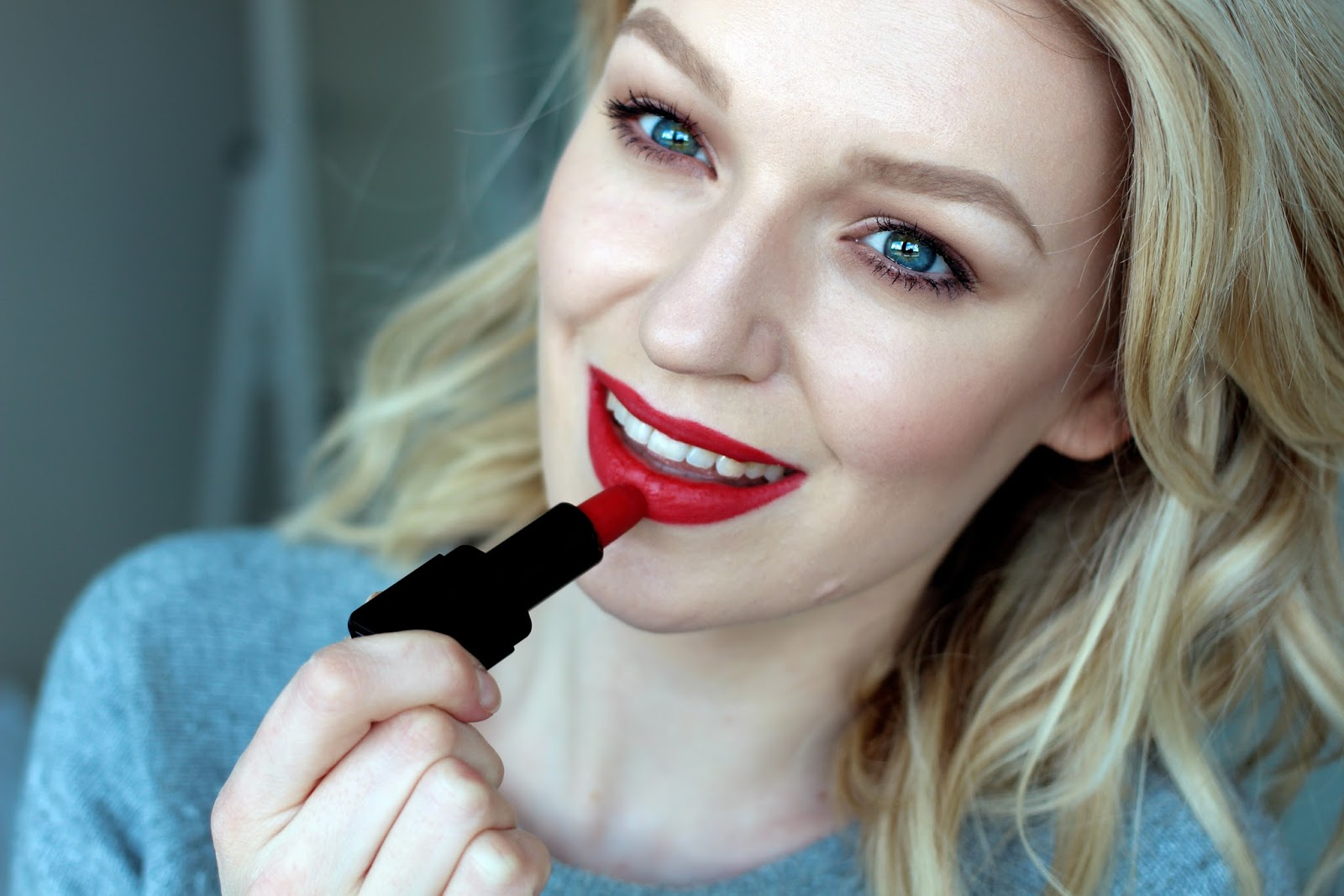 The Classic Red Lip Illamasqua Sanger Lipstick (5)